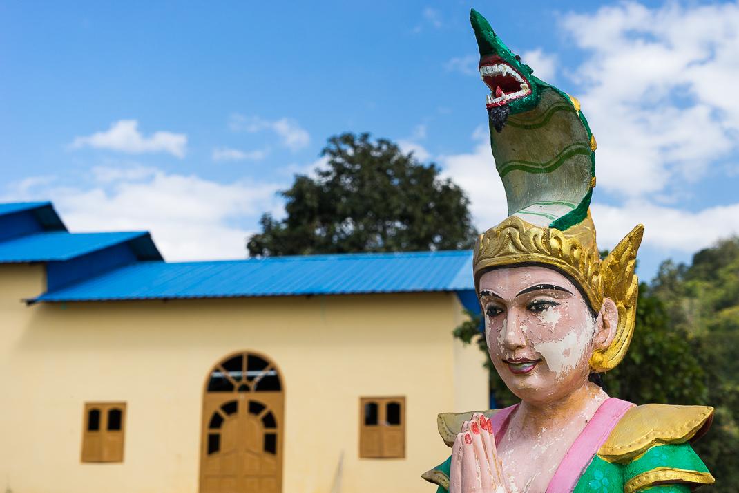 Popa Cobra Nat Statue